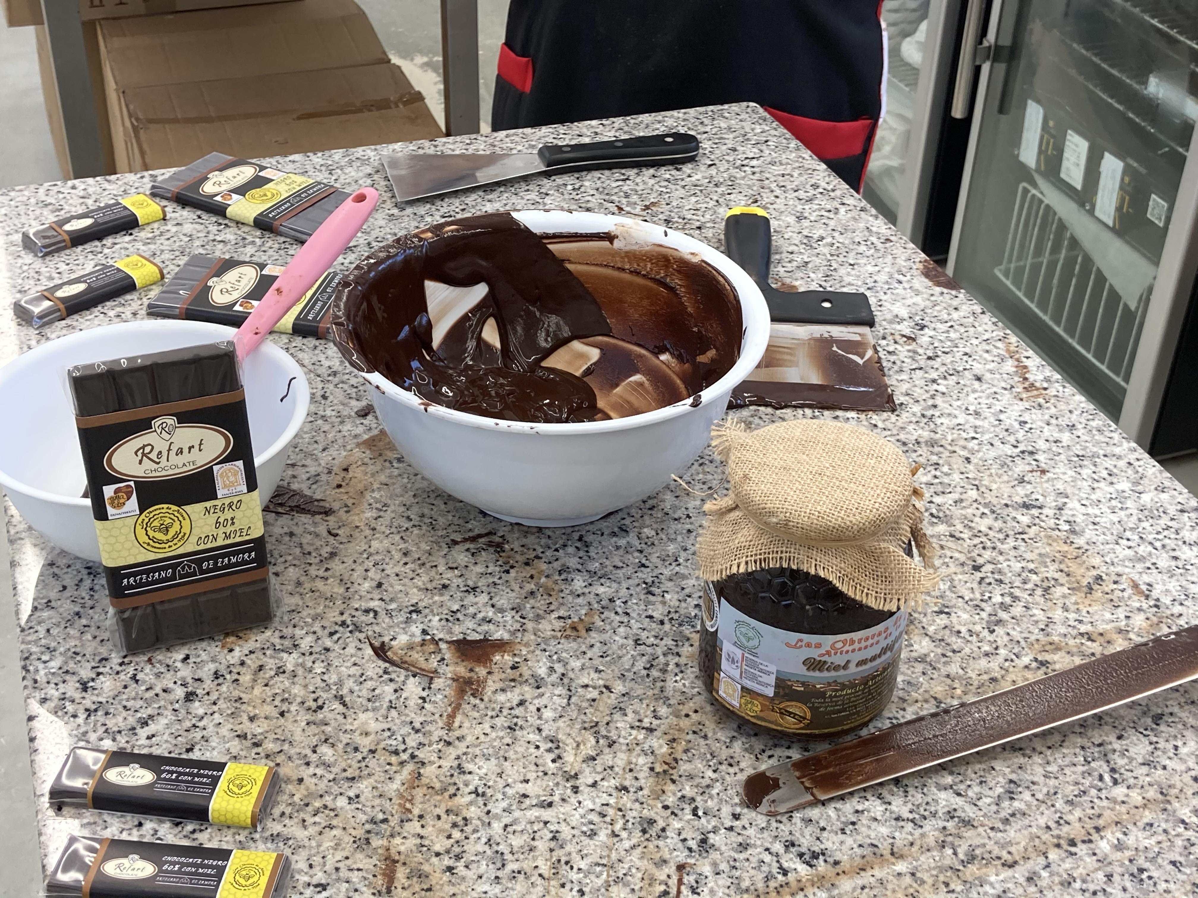 Artesanos Alimentarios Chocolates Refart y Las Obreras de Aliste CB Artesanos de la Miel