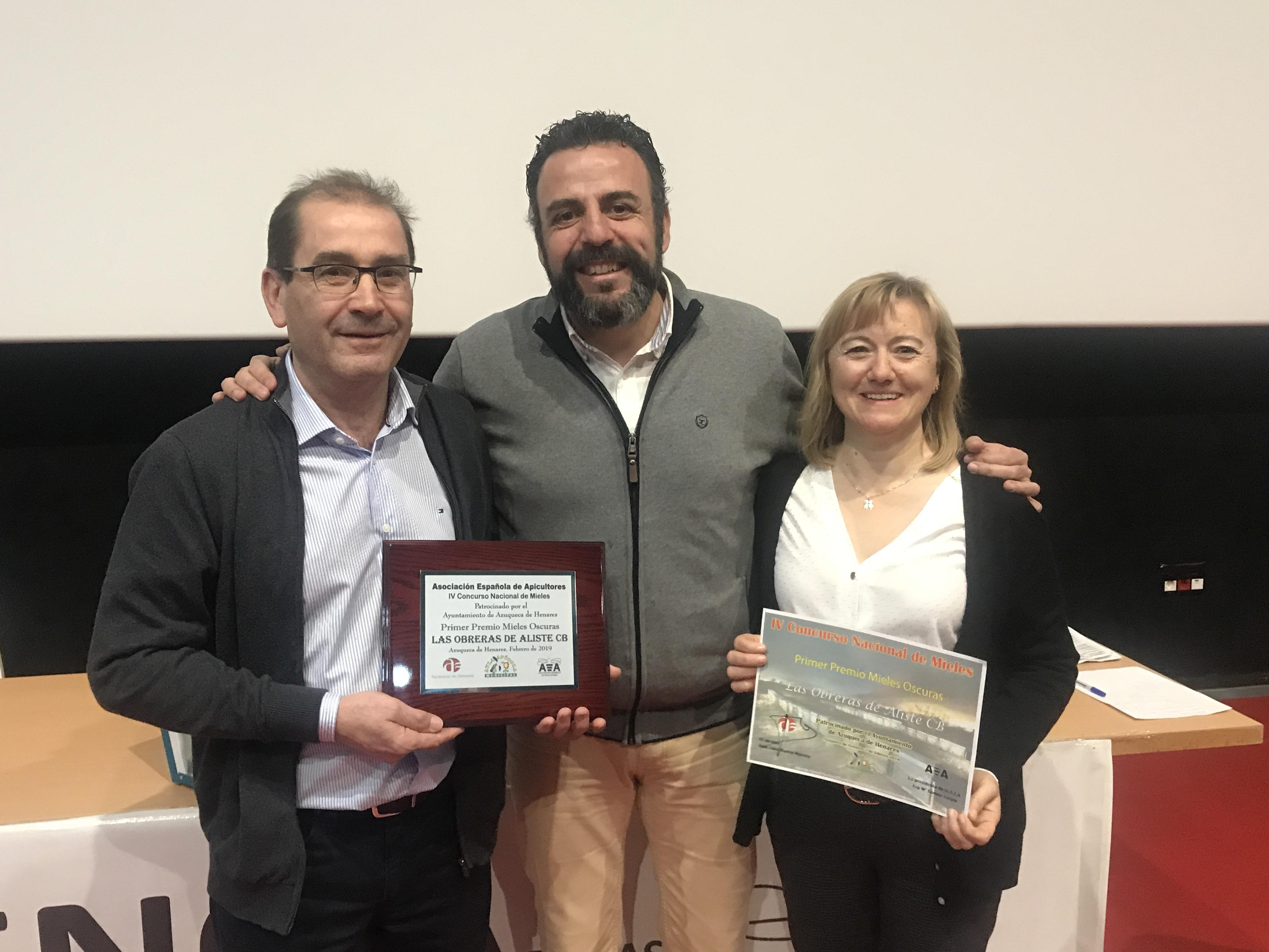 Primer premio a las Mieles oscuras. Desde 80 mm Pfund, en el IV Concurso Nacional de Mieles organizado por la Asociación Española de Apicultores Las Obreras de Aliste CB Artesanos de la miel