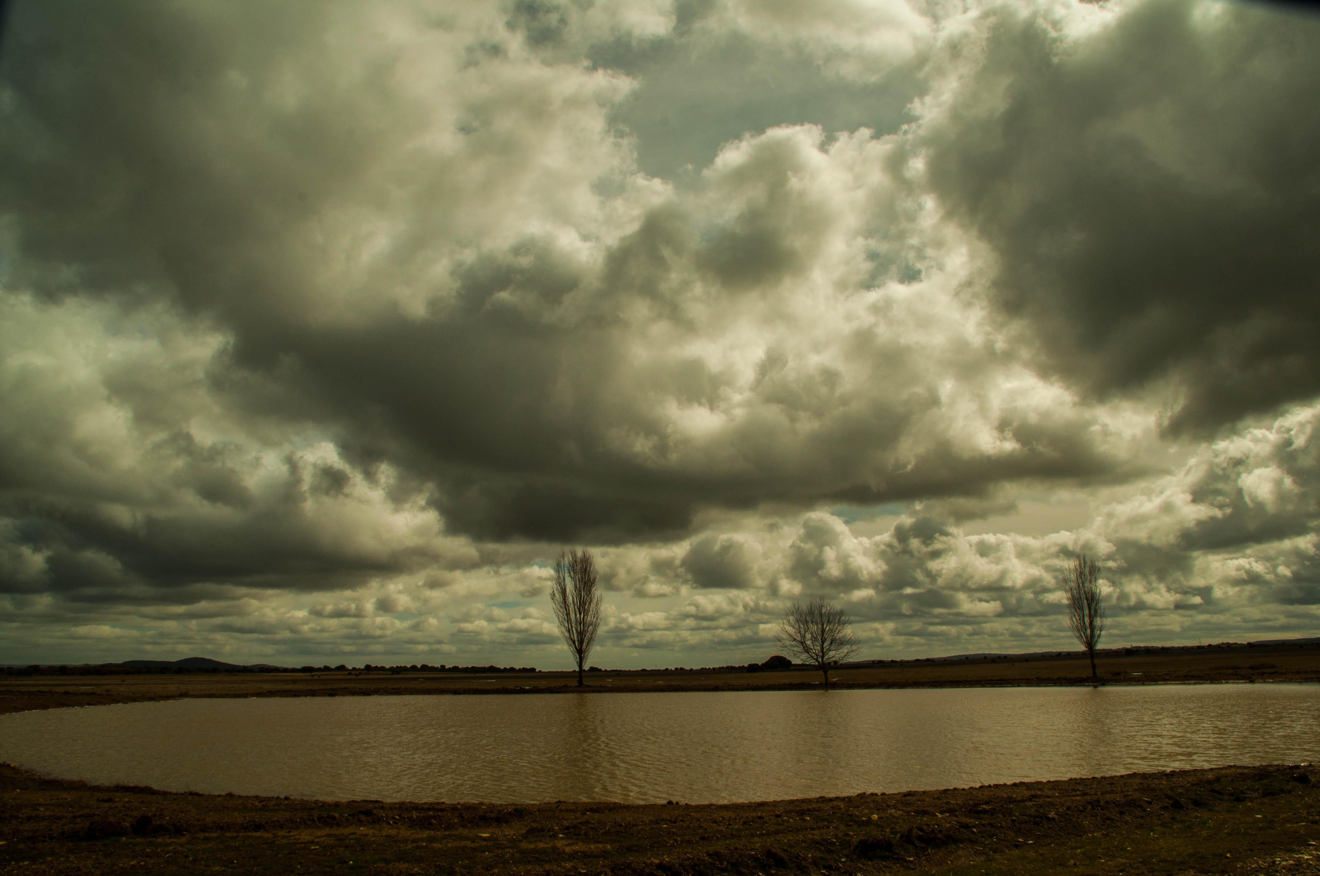 Laguna de la Requejada Las Obreras de Aliste Artesanos de la Miel Gallegos del Campo Zamora